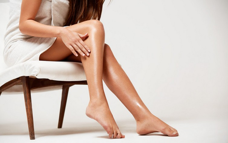 Девушка после эпиляции ног