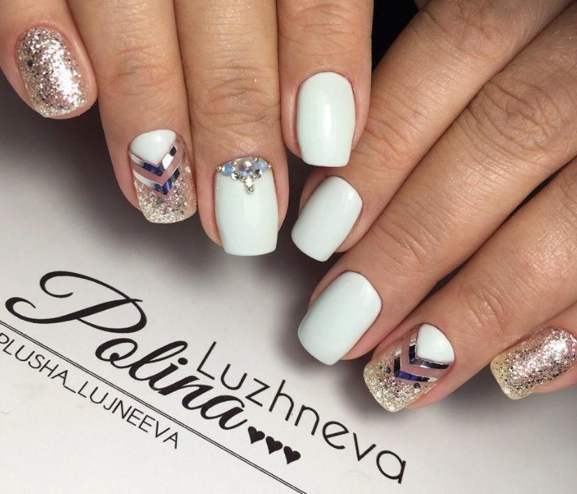 Накрашенные ногти с блестками
