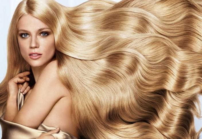 Женщина с здоровыми волосами