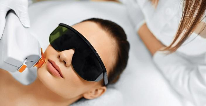 Как работает лазер при лечении угрей