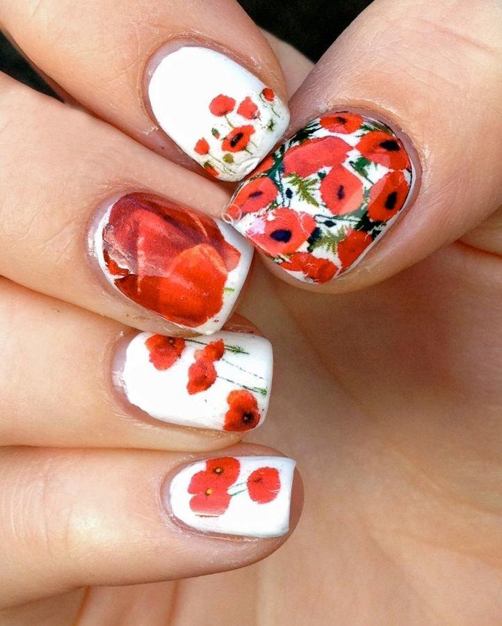 Маникюр на короткие ногти с красными маками