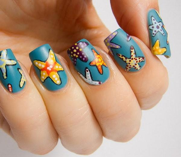 Морской маникюр со звездами разных расцветок
