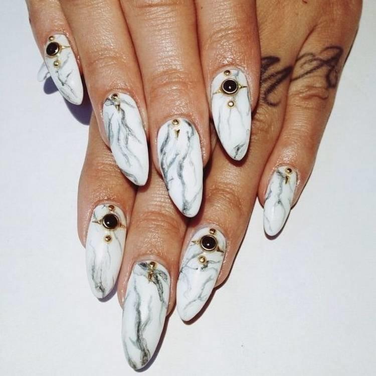 Мраморный дизайн на длинных ногтях