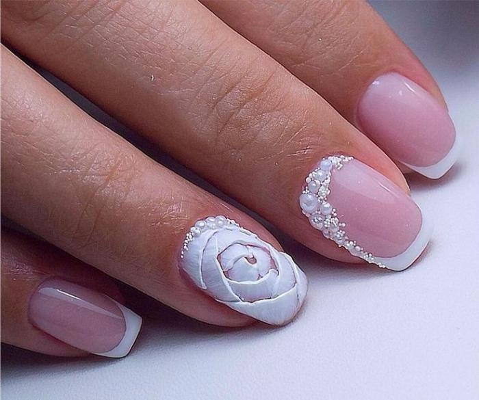 Свадебный маникюр с белой розой