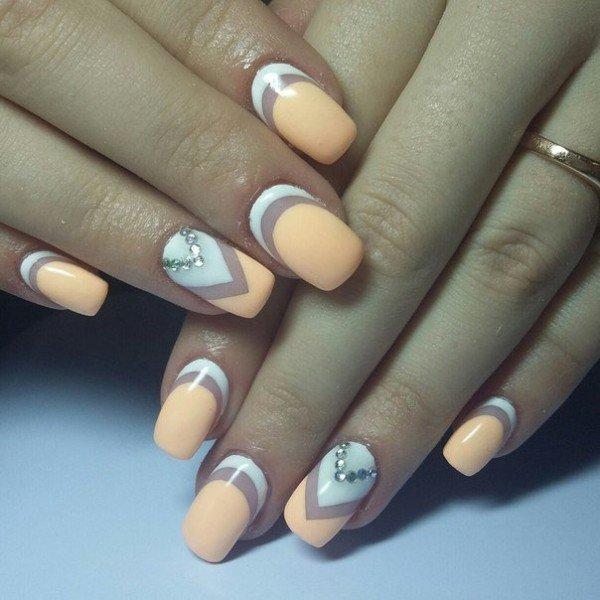 Сочетание нескольких лунок на одном ногте в маникюре