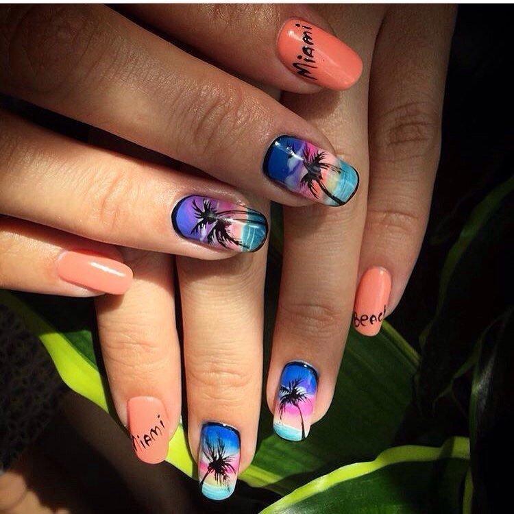 Тропические пальмы на ногтях