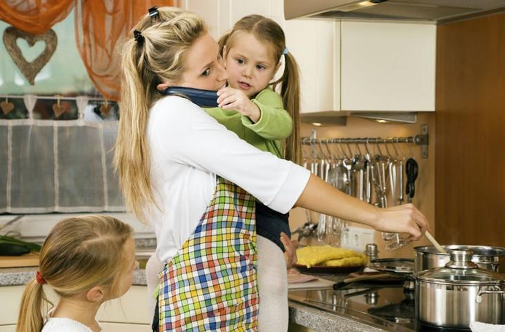 Женьщина за домашними делами