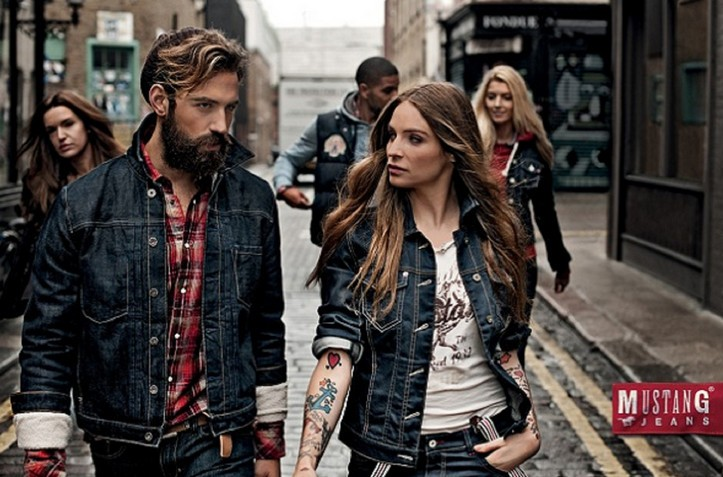 Реклама джинсовой одежды
