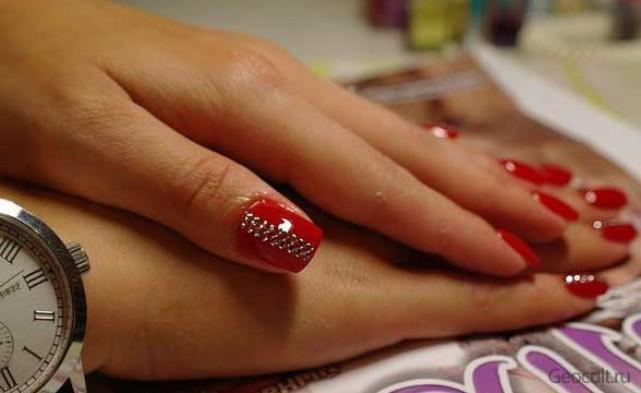 Ногти с красным лаком