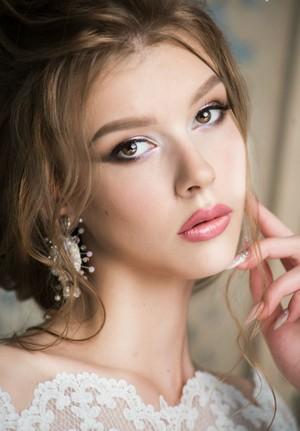 Одно основополагающих правил удачного макияжа — верно выбранный тон