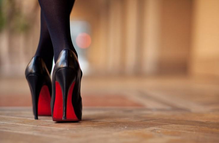 Девушка на высоких каблуках