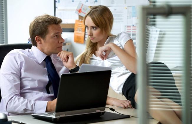 Взаимоотношения женщины с мужчинами на работе