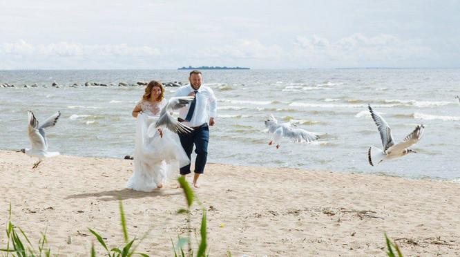 Празднуют жестяную свадьбу