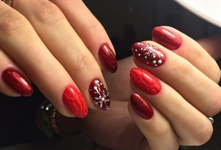 Дизайн ногтей снежинки