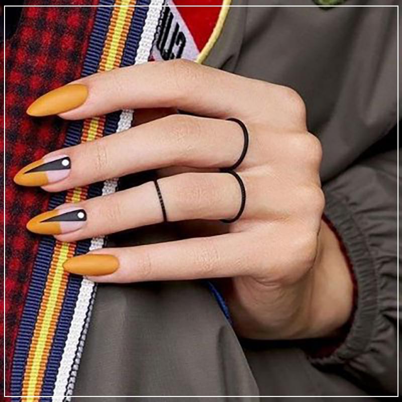 Горчичный маникюр на острые ногти