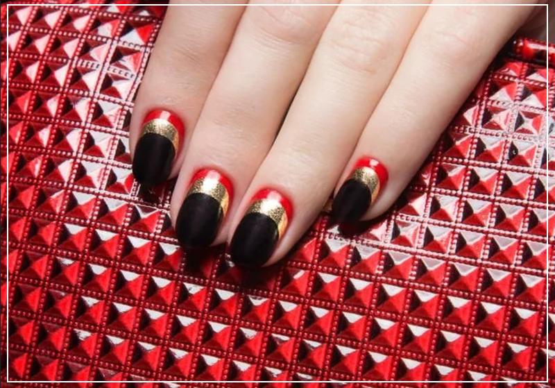 Черный маникюр с красными и золотыми вставками