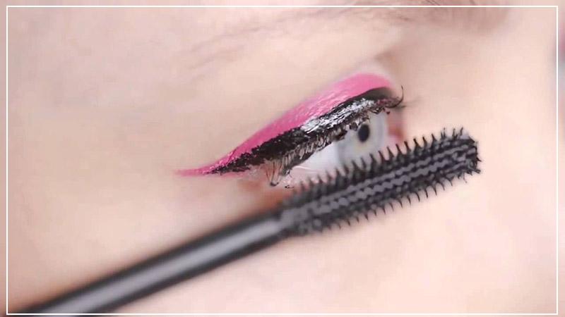 Нанесение туши Dior Addict It-Lash Mascara — 092 It-Black