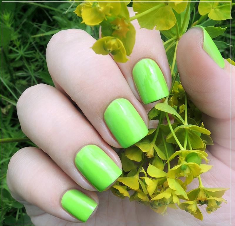 Макияж зеленым лаком