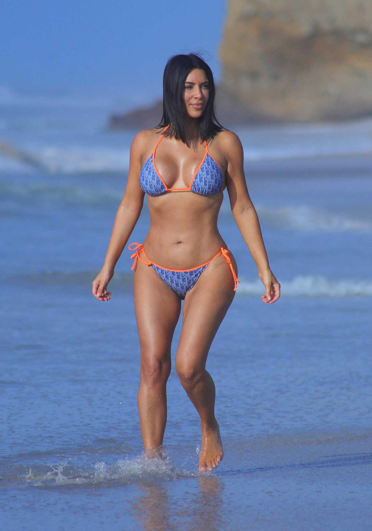 Ким Кардашьян фото в купальнике