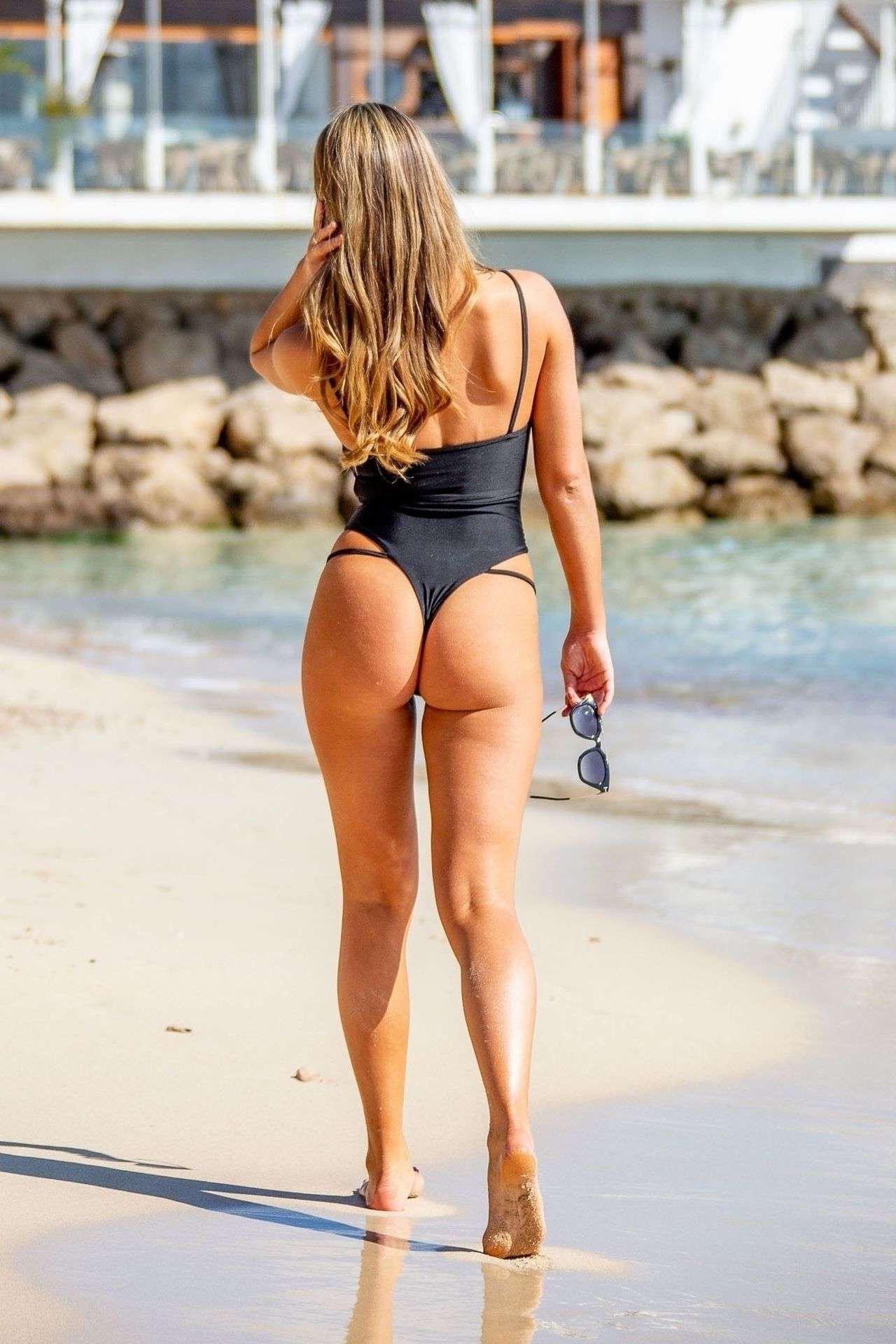 Алисия Оутс на конкурсе холостяков в черном купальнике на Тенерифе