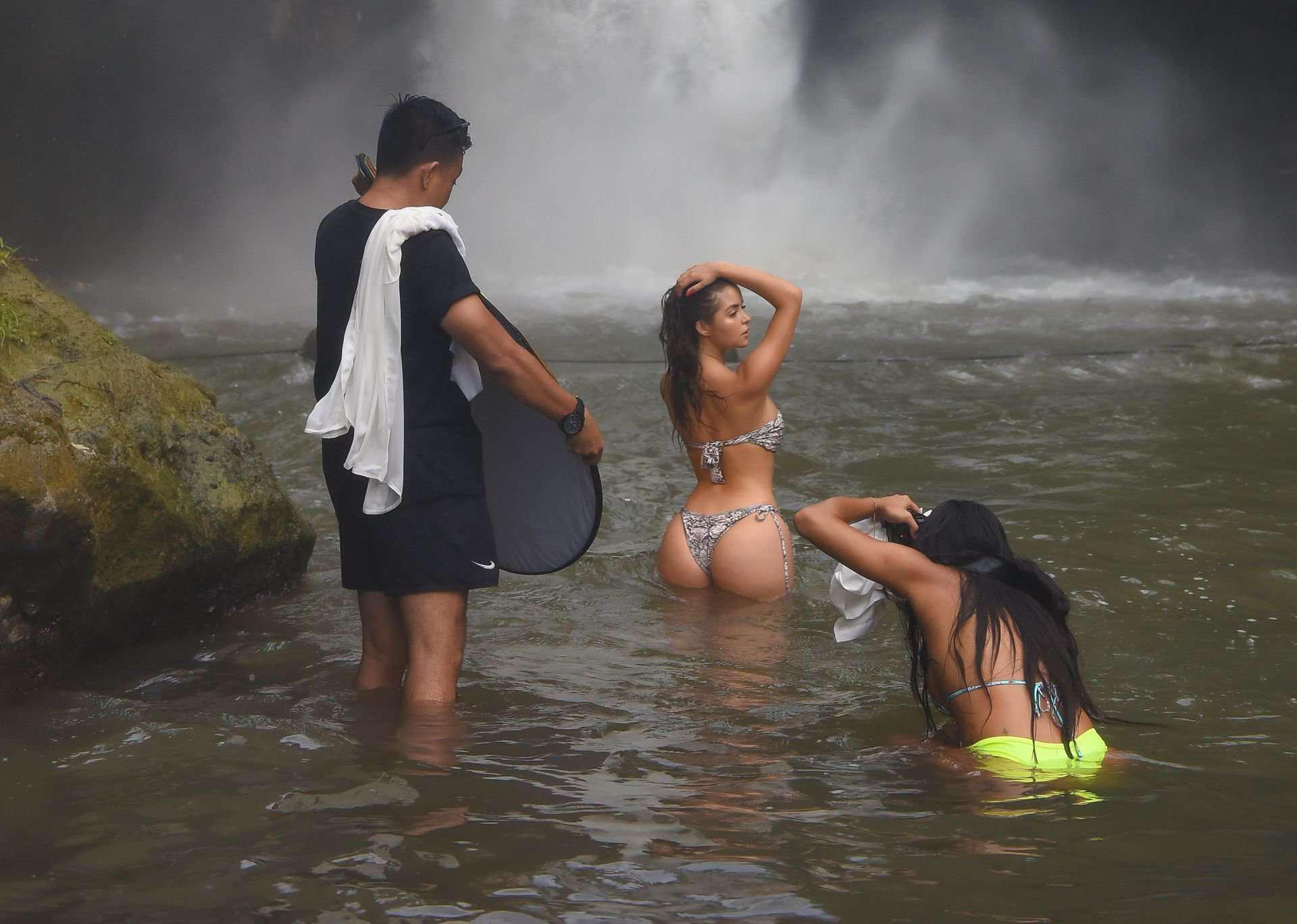Деми Роуз Моуби в бикини фотосессия на Бали