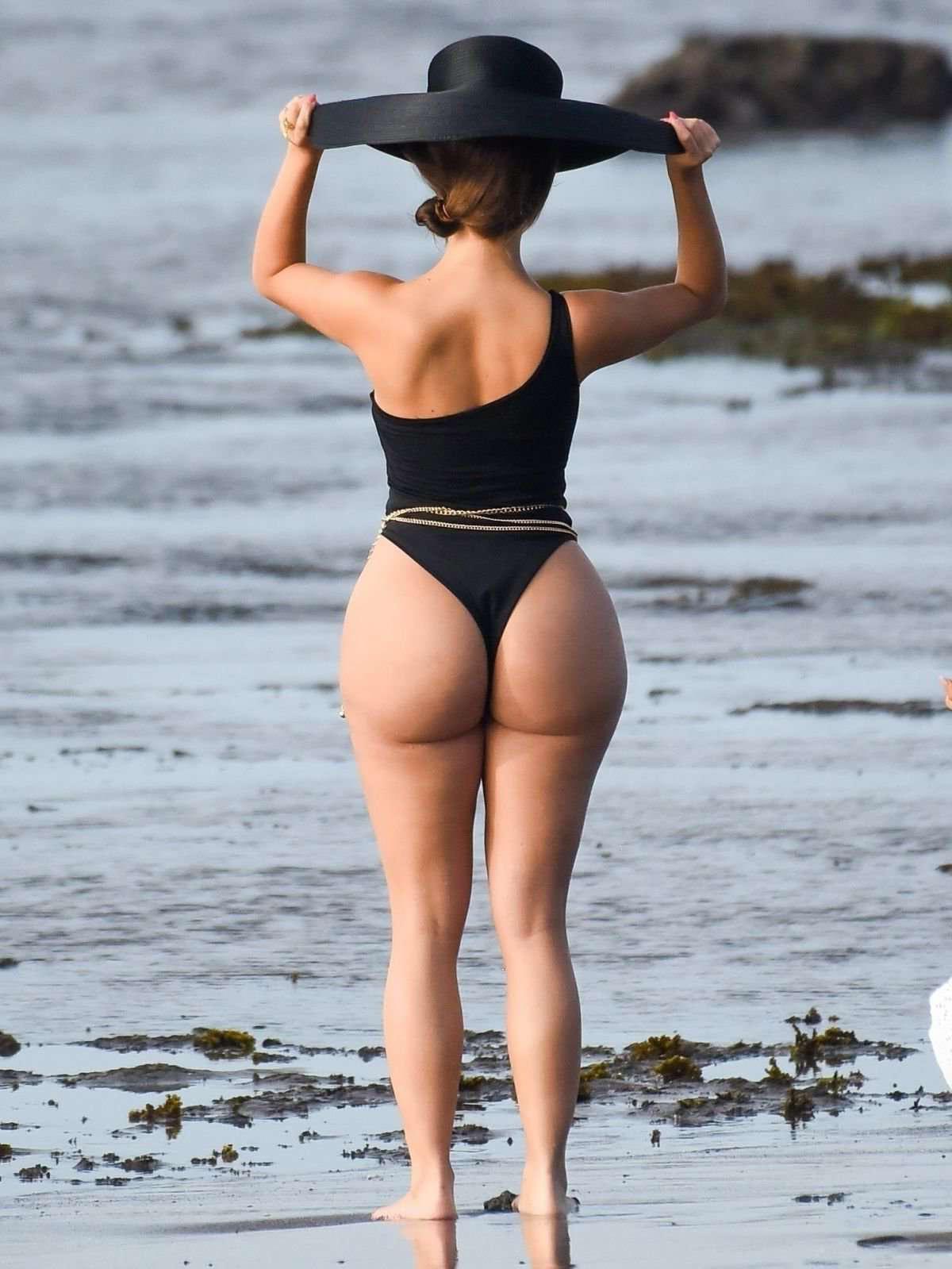 Деми Роуз Моуби в купальнике на съемках фото сессии на Бали