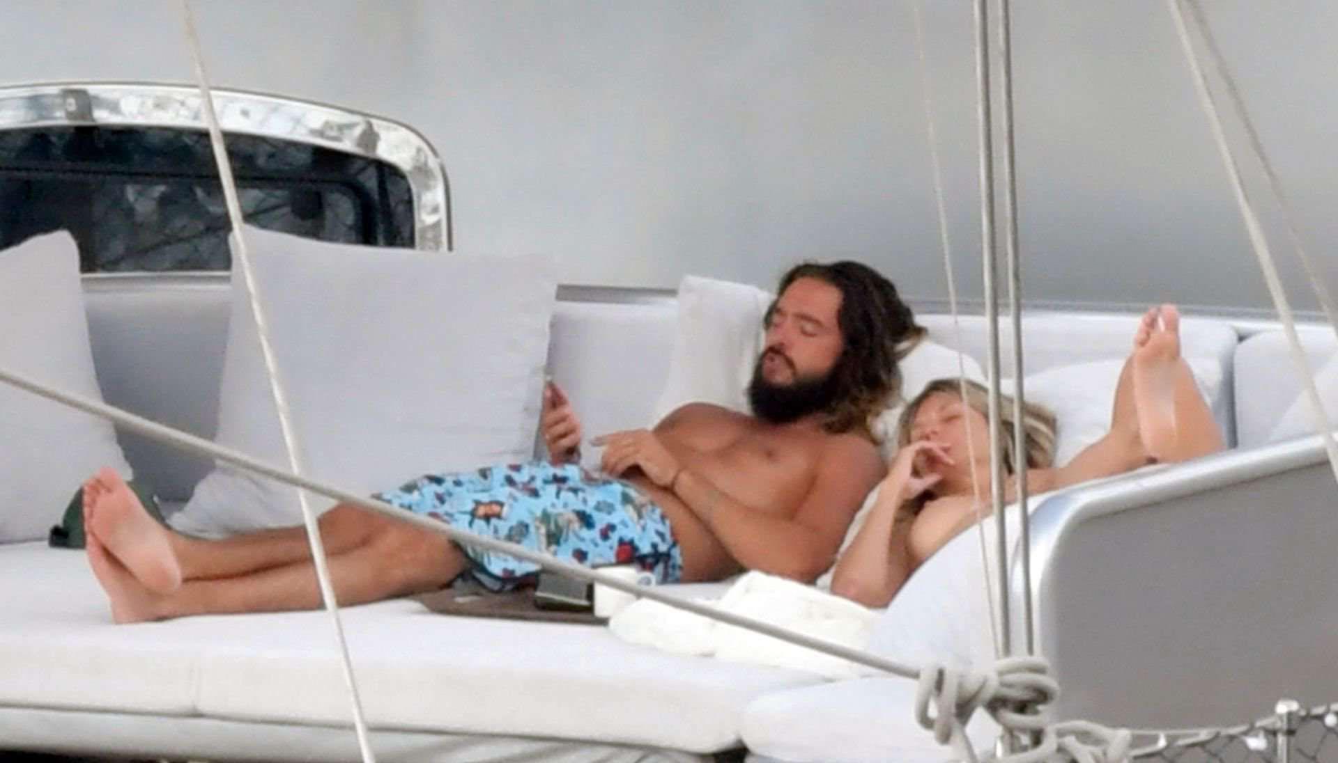 Фото Хайди Клум в бикини с отдыха на яхте на Капри