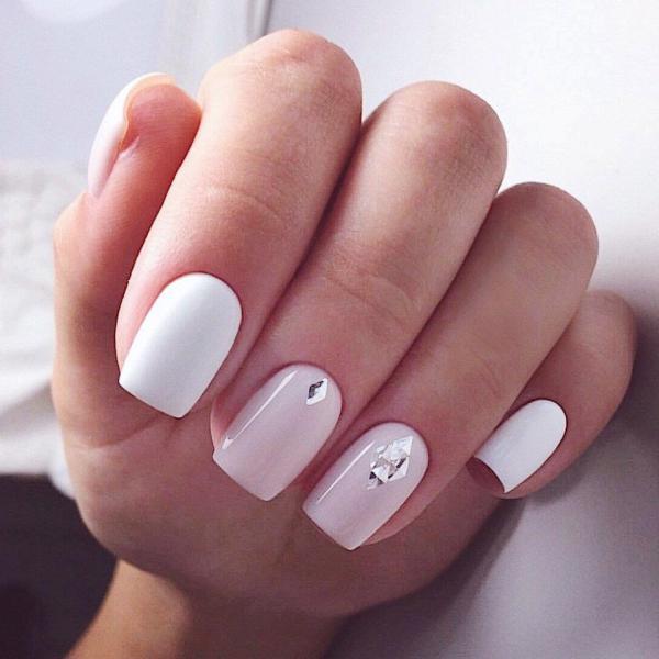 Белый с розовым маникюр