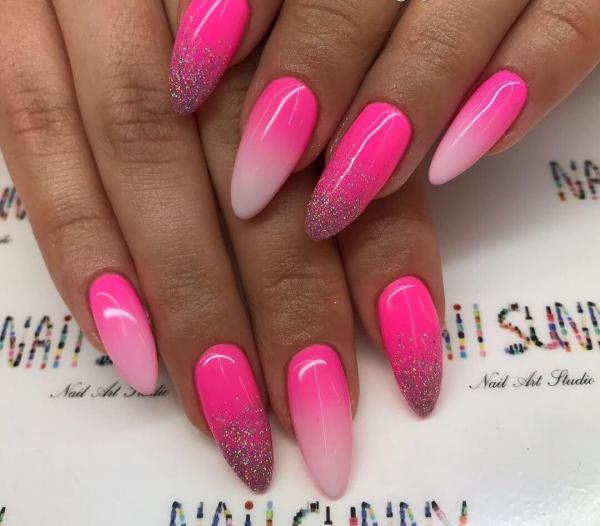 Яркий розовый маникюр (1)