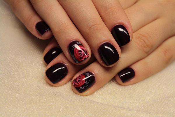 черный маникюр с розой