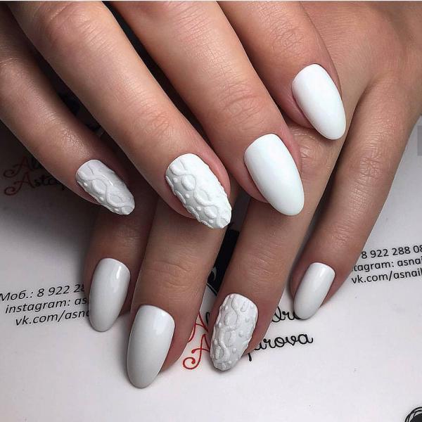 Белый объемный маникюр