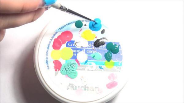 Лунный маникюр на коротких ногтях 09