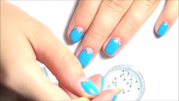Лунный маникюр на коротких ногтях 39