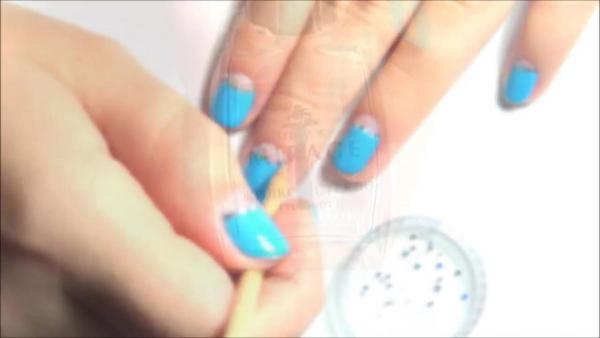 Лунный маникюр на коротких ногтях 43