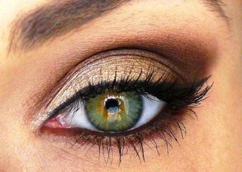 Макияж смоки айс в золотых тонах для зеленых глаз