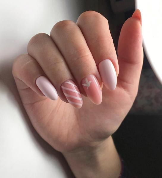 Нежный розовый маникюр