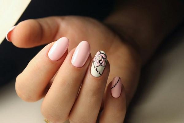 Нежный с розой маникюр