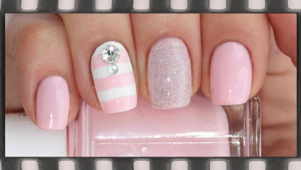 Розовый модный маникюр