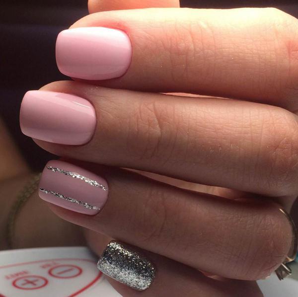 Розовый с серебристым маникюр