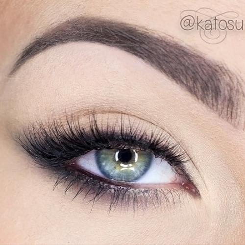 Макияж для глаз с линзами