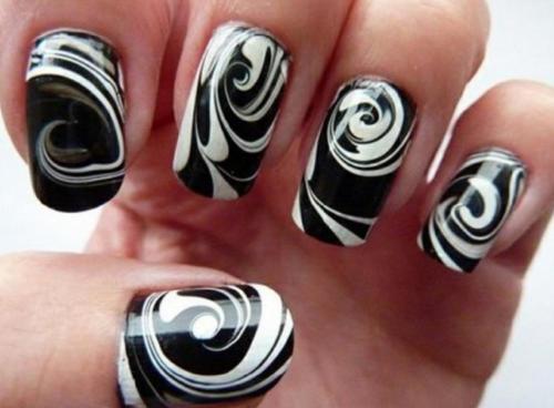 Интересный рисунок на ногтях