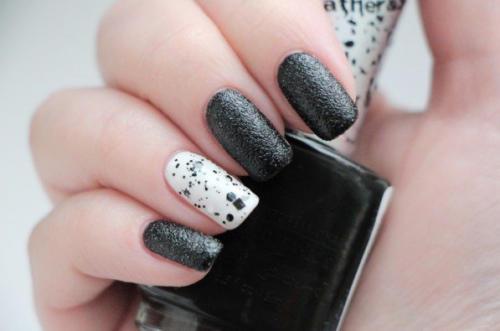 Сочетание белого и черного на ногтях