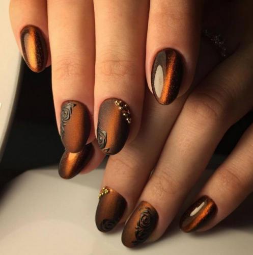 Сочетание коричневого лака и оранжевого