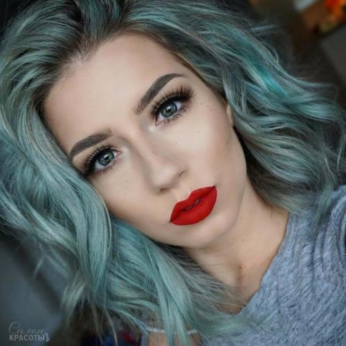 Макияж для синих волос